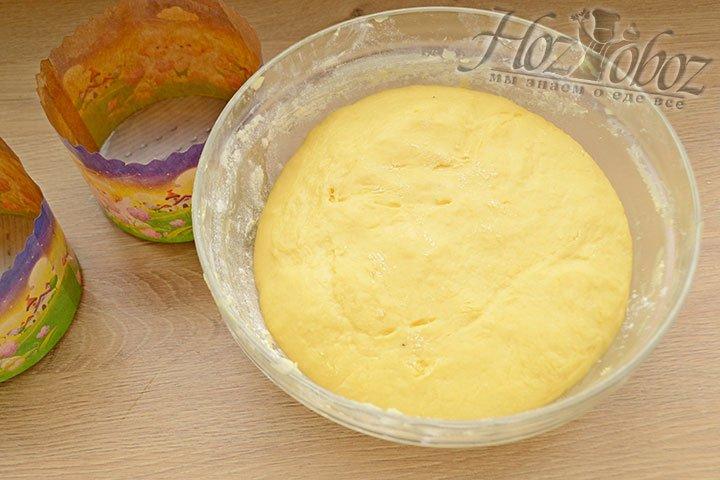 Готовим формы для выпекания, изнутри смазав жиром.