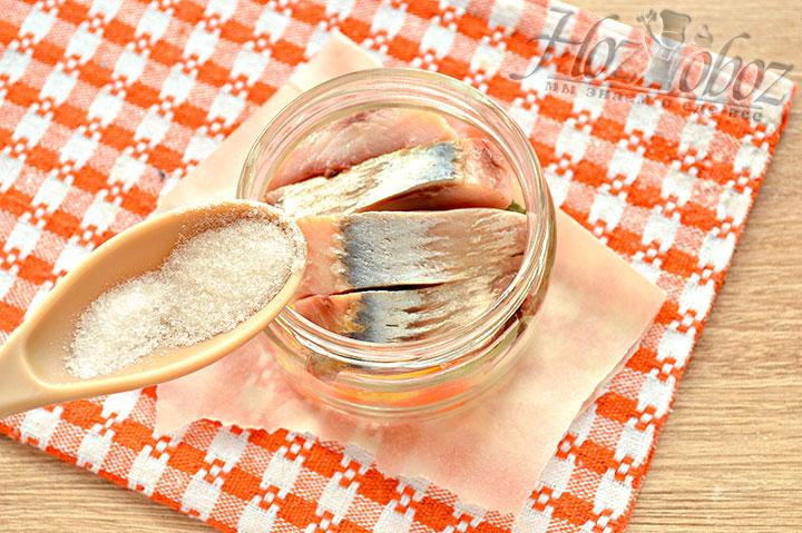 Солим, добавляем сахар