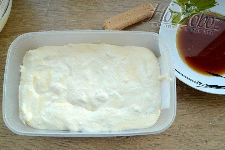 Смазываем печенье кремом
