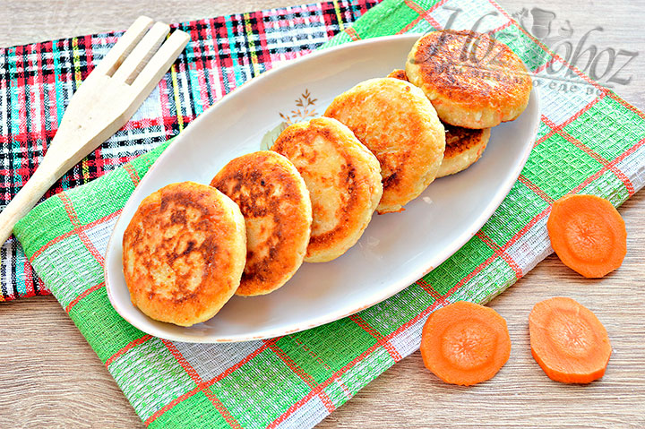 Готовые сырники с морковкой