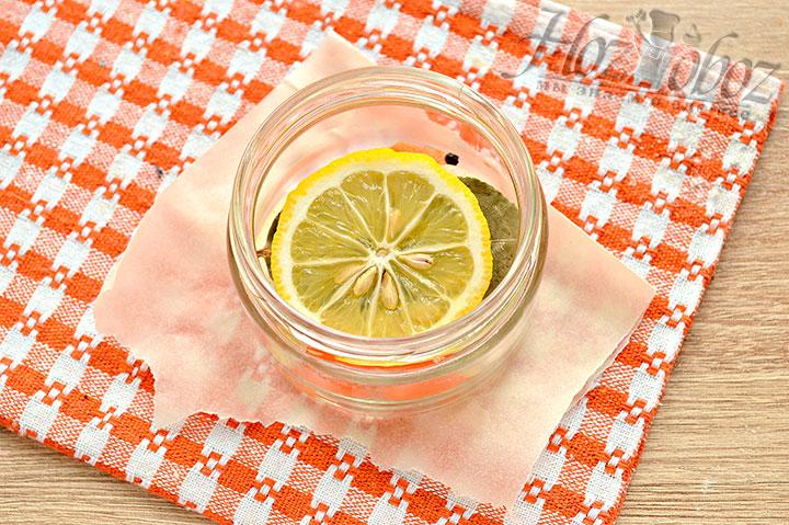 Помещаем к ингредиентам лимон