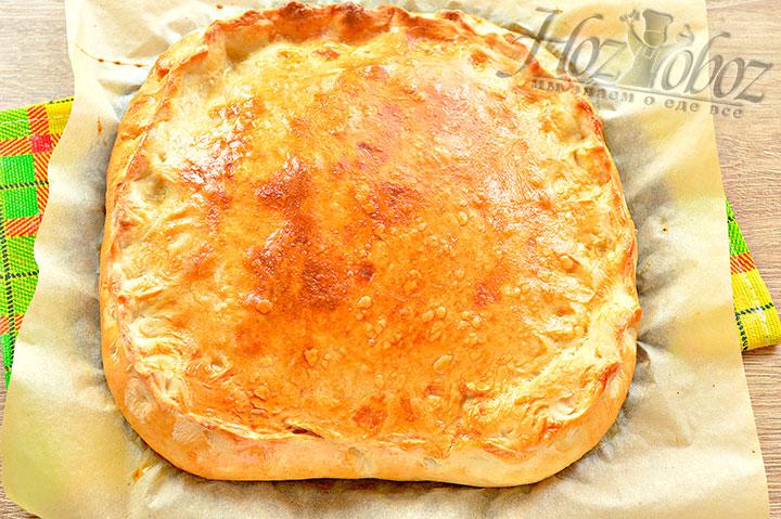 Готовый пирог с рыбой и рисом