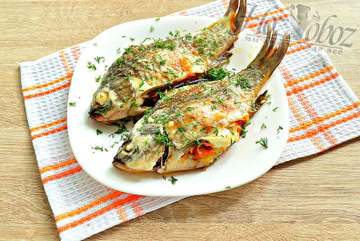 Готовое рыбное блюдо из фаршированного карася