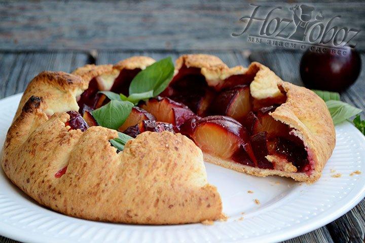 Пирог легко нарезается, красиво выглядит и очень вкусен.