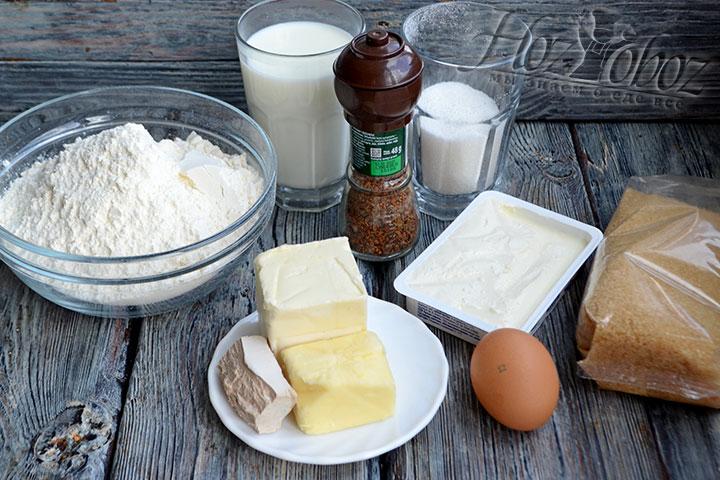 Готовим ингредиенты для приготовления булочек синнабон.