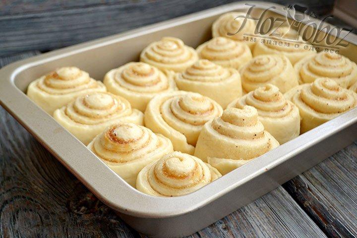 Оставляем булочки в теплом месте для того, чтобы тесто вновь поднялось.