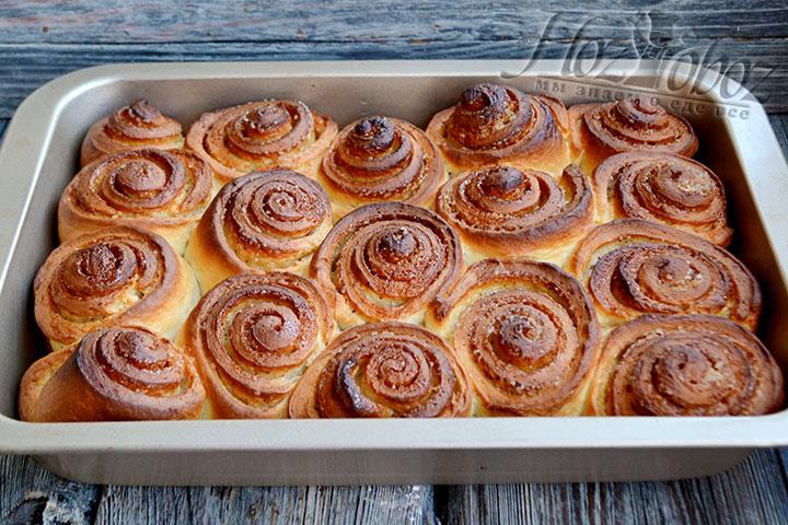 Ставим форму с булочками в разогретую до 180 градусов духовку и выпекаем 40-45 минут.
