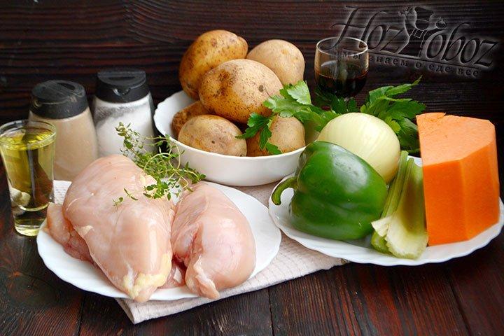 Готовим ингредиенты для запекания куриного филе с овощами.