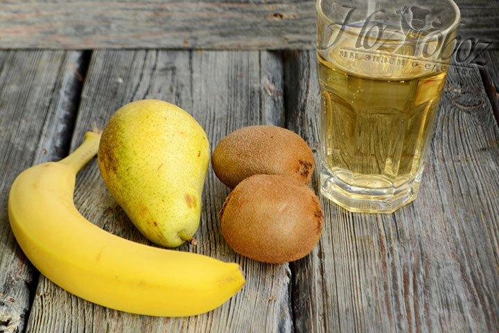 Подготовьте ингредиенты для приготовления фруктового коктейля.