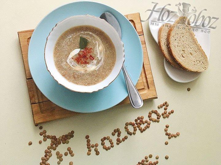 Даем супу немного остыть, пюрируем блендером до однородного состояния.