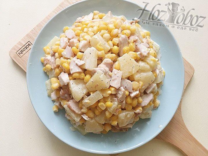 Переворачиваем миску с салатом в сервировочное блюдо.