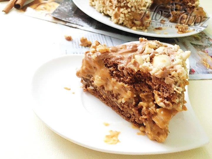 Торт «Сникерс» в разрезе.