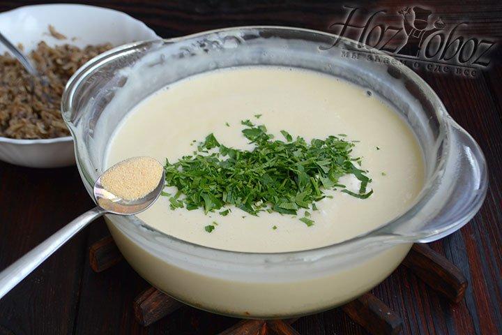 Когда все комочки стали однородными, а сыр – почти жидким, снимаем с огня и добавляем зелень и чеснок.