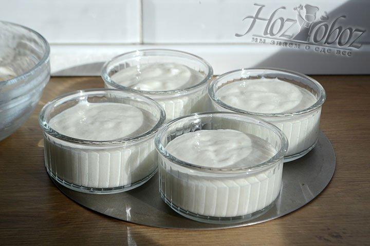Разливаем мусс по креманкам и ставим в холодильник для застывания на 2-3 часа.