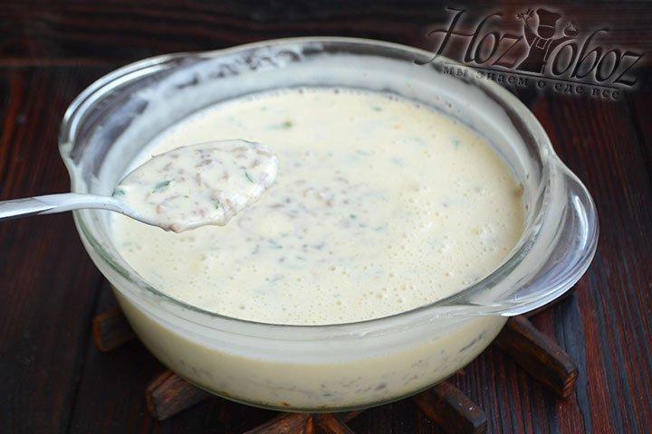 Сыр получился довольно жидким, нужно охладить его в холодильнике или погребе минимум 2-3 часа.